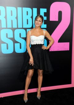 jennifer-aniston-at-horrible-bosses-2-premiere-in-los-angeles_5